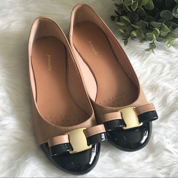 cac10dfb6a45 Antonella Shoes - Cute Black Tan Flat Sandals w  Gold accents Size 6
